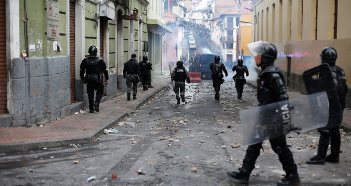 Los policías en las calles de Quito