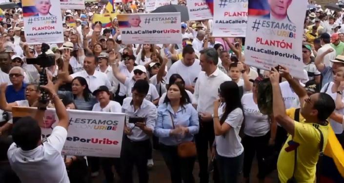 Enfrentamientos en Colombia: los partidarios del expresidente Uribe contra los estudiantes