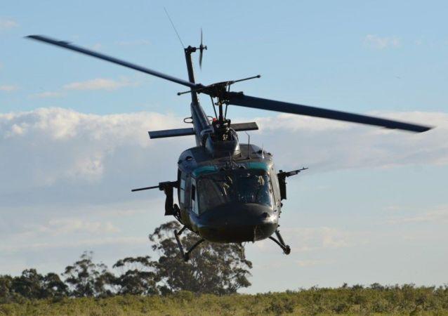 Bell UH-1H Huey, de la Fuerza Aérea Uruguaya, equipado con dos ametralladoras