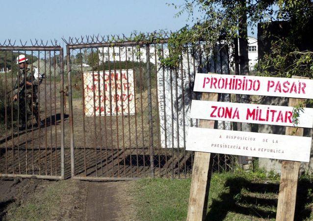 Entradda secundaria del Batallón N°13, Montevideo, Uruguay