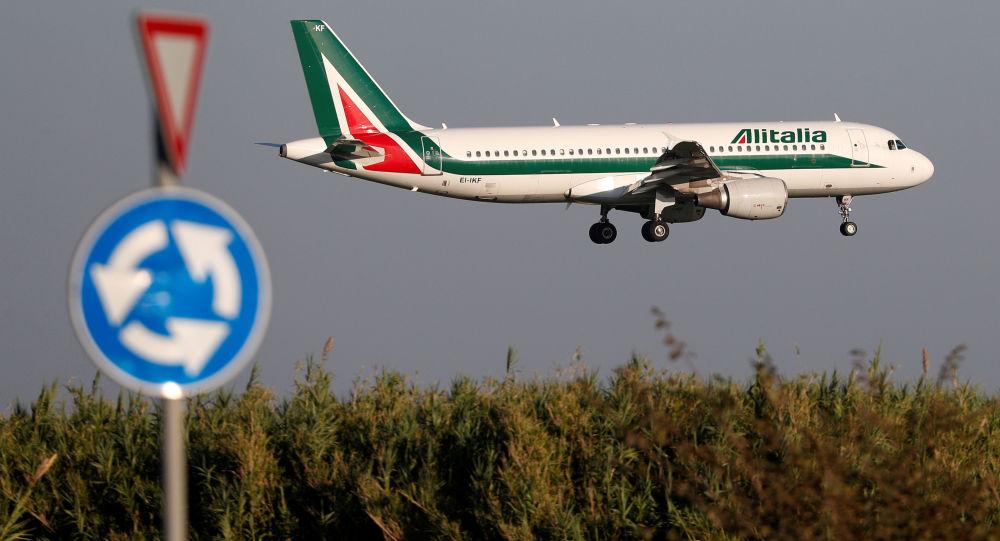 Un avión de Alitalia Airbus A320-200