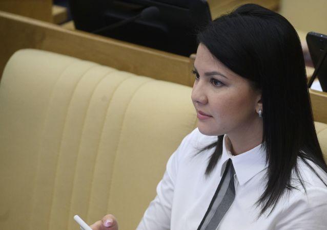 Inga Yumásheva, la diputada rusa