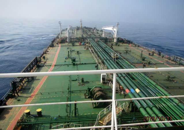 El petrolero Iraní Sabiti en el mar Rojo