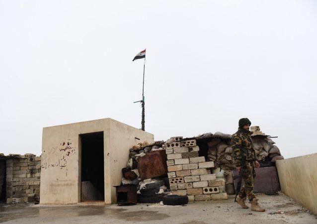 Militares sirios en los alrededores de Manbij
