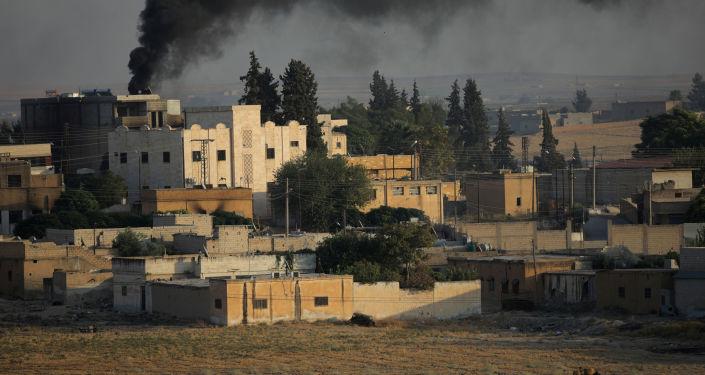 El humo sobre la ciudad siria Tel Abiad