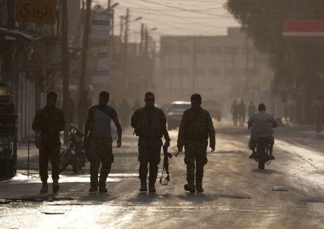 Militares en la ciudad siria de Tal Abiad