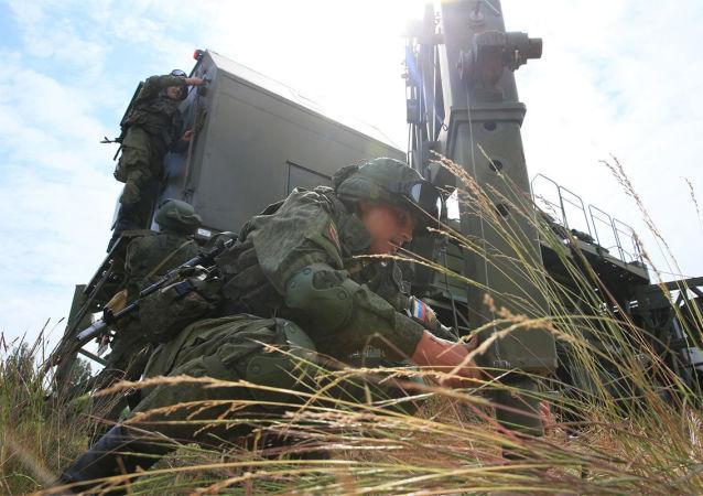 Soldados de las tropas de Comunicaciones de Rusia