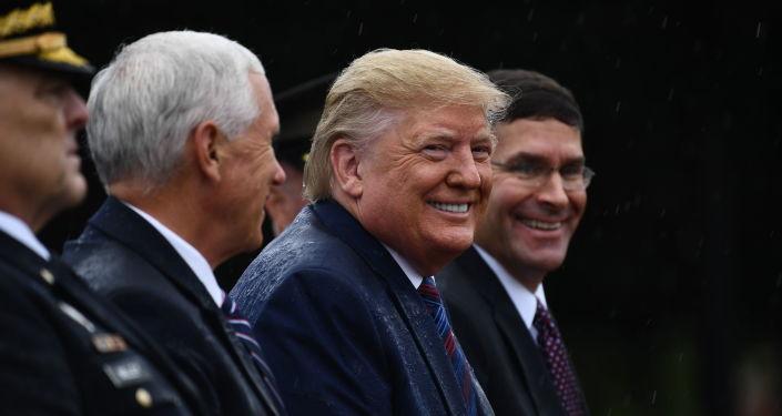 Donald Trump, presidente de EEUU, y Mark Esper, secretario de Defensa de EEUU