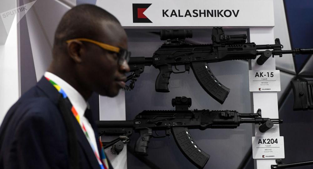 Una exposición del Kaláshnikov en la cumbre Rusia-África
