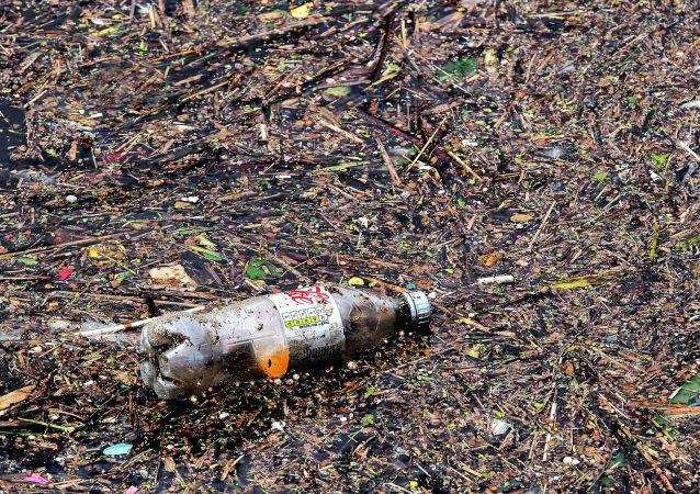 Una botella de plásctico (imagen referencial)