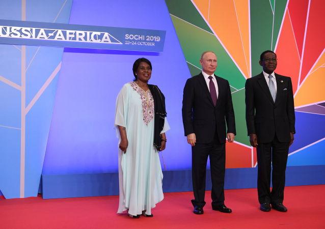El presidente ruso, Vladímir Putin con su homólogo de de Guinea Ecuatorial, Teodoro Obiang Nguema