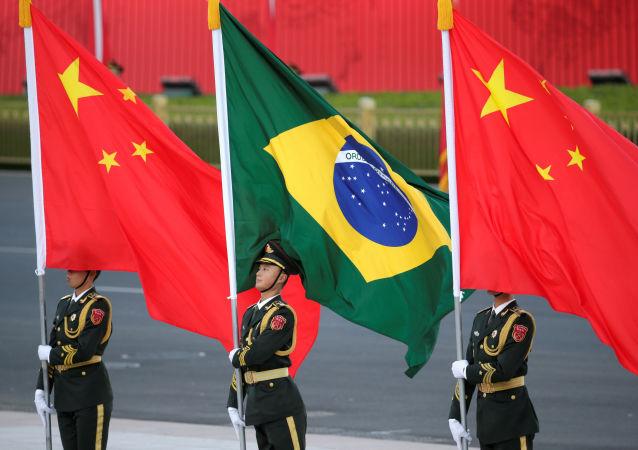 Banderas de China y Brasil