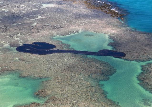 Vertido de petróleo en las playas de Brasil