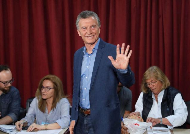 Mauricio Macri, presidente de Argentina, llega al centro electoral para votar en las elecciones presidenciales