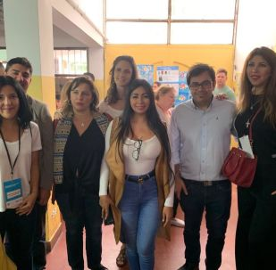 Veedores internacionales supervisan escrutinio en la Escuela 30 Holanda, en Chingolo, Lanús, provincia de Buenos Aires
