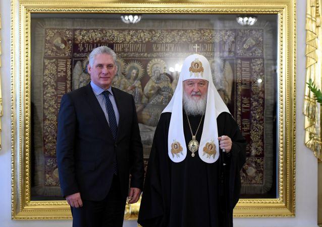 El presidente de Cuba, Miguel Díaz-Canel, con el patriarca de Moscú y toda Rusia, Kirill