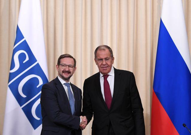 Secretario general de la OSCE, Thomas Greminger, y ministro de Exteriores de Rusia, Serguéi Lavrov