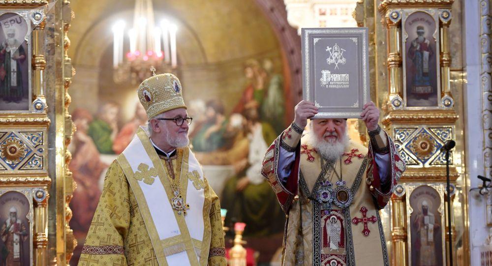 El patriarca ruso Kiril, junto al jefe de la Archidiócesis de Iglesias Ortodoxas Rusas en Europa Occidental, Jean