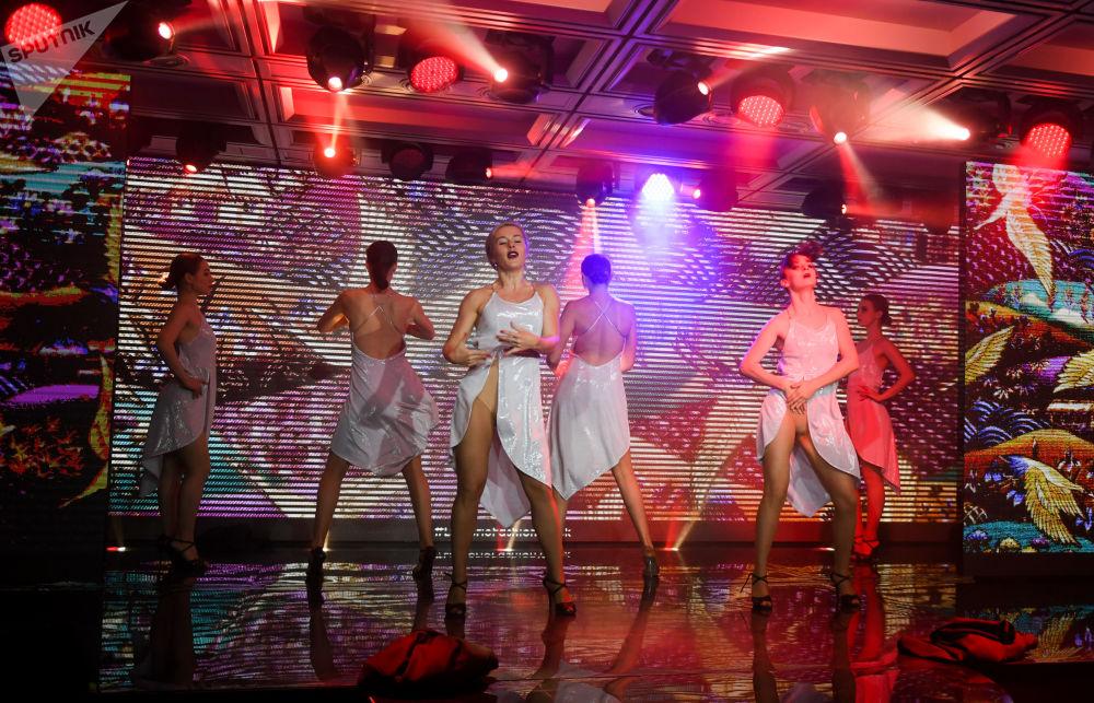 Moscú alberga un caliente desfile de lencería