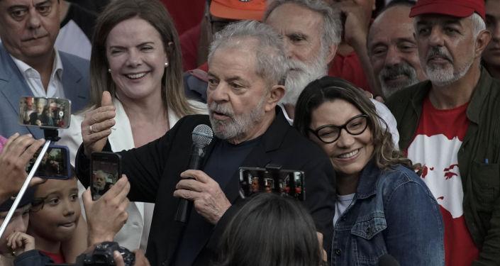 El expresidente brasileño Lula da Silva y su novia Rosangela da Silva