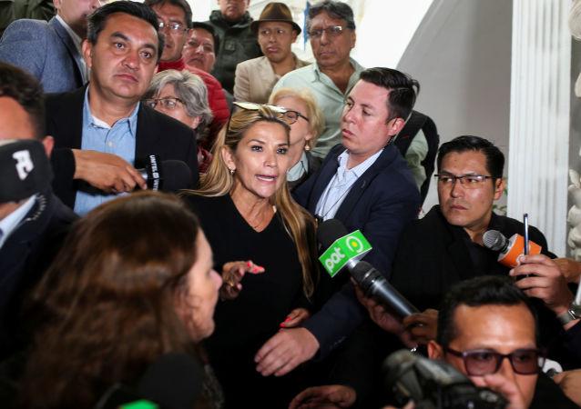 Jeanine Añez, posible presidenta interina de Bolivia