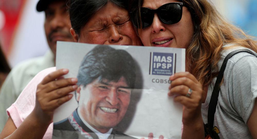 Bolivianas lamentan la renuncia del expresidente Evo Morales