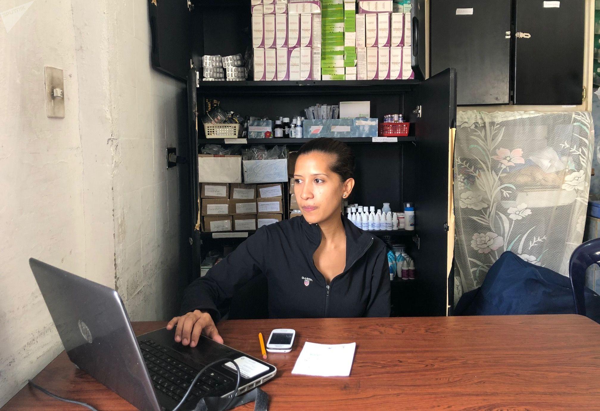 Daysi Luzardo, una de las mujeres encargada de la Farmacia Comunal
