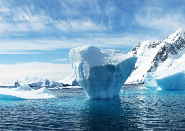 Hielo ártico (imagen referencial)
