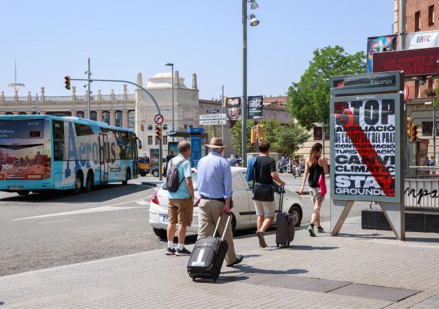 Publicidad contra la ampliación del aeropuerto El Prat en Barcelona por el incremento de la cantidad de turistas