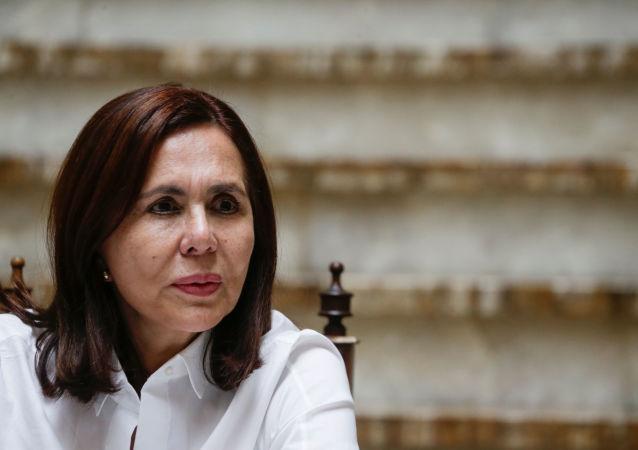 La ministra de facto de Relaciones Exteriores, Karen Longaric