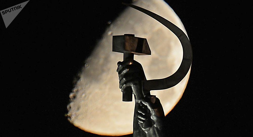 Una hoz y un martillo, símbolos comunistas