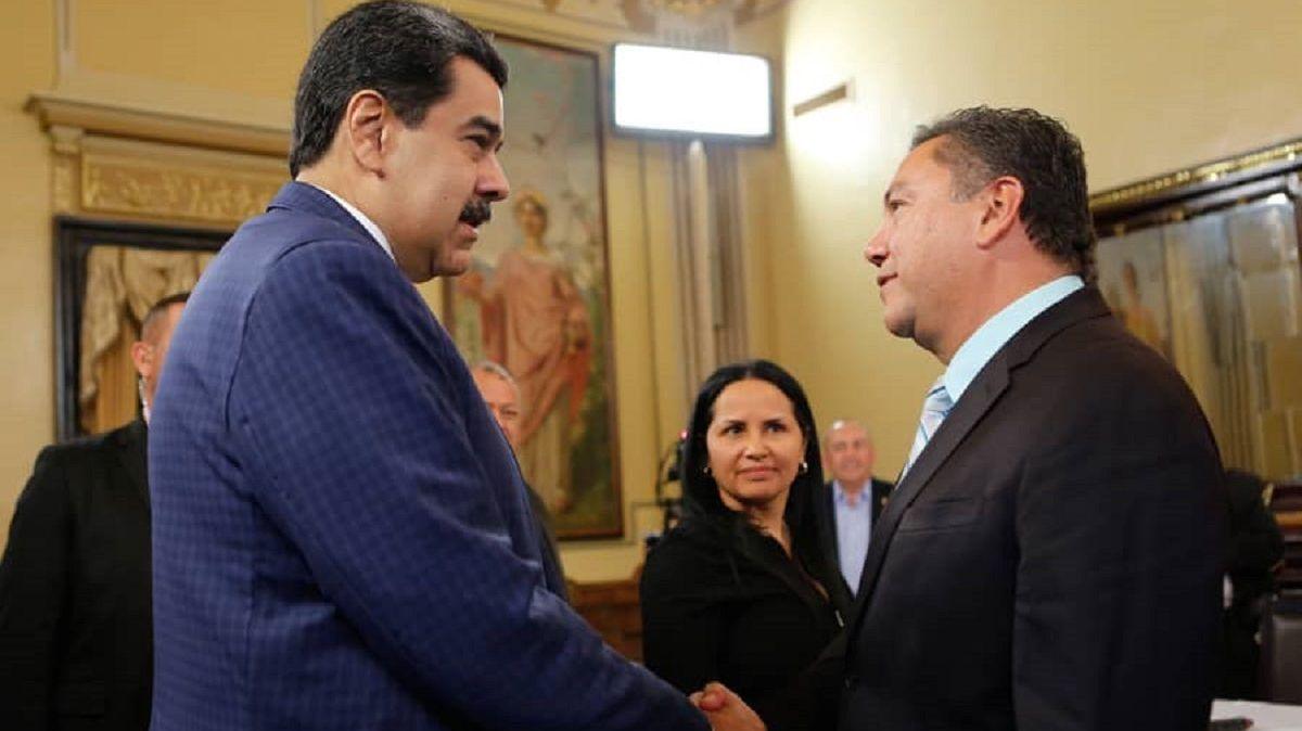 Nicolás Maduro y Javier Bertucci - Encuentro con integrantes de la Mesa de Diálogo Nacional en Palacio de Miraflores