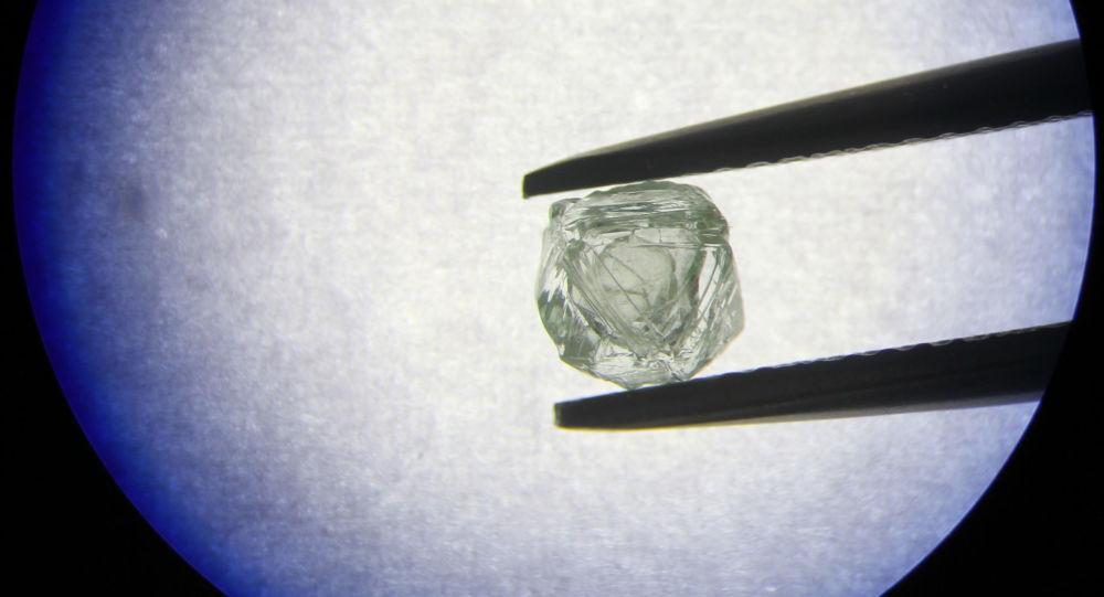El diamante matrioshka extraído por la compañía rusa Alrosa