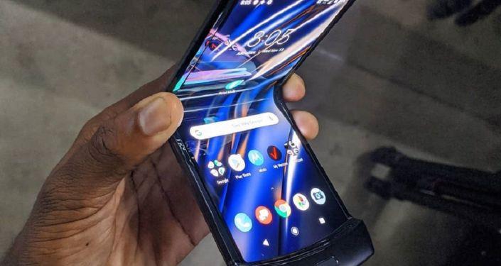 Razr, el nuevo móvil plegable de Motorola