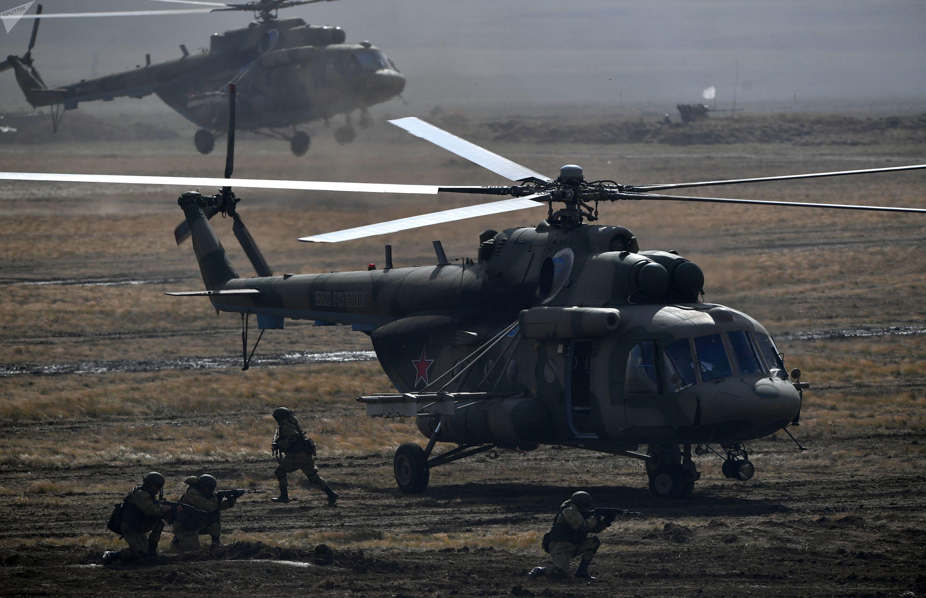 Los helicópteros Mi-8 son capaces de transportar hasta 36 paracaidistas o cuatro toneladas de carga a una distancia de más de 1.000 kilómetros.