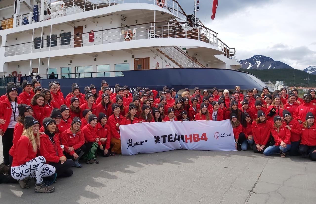 El grupo de 95 mujeres que conforma la cuarta expedición a la Antártida de la organización internacional Homeward Bound