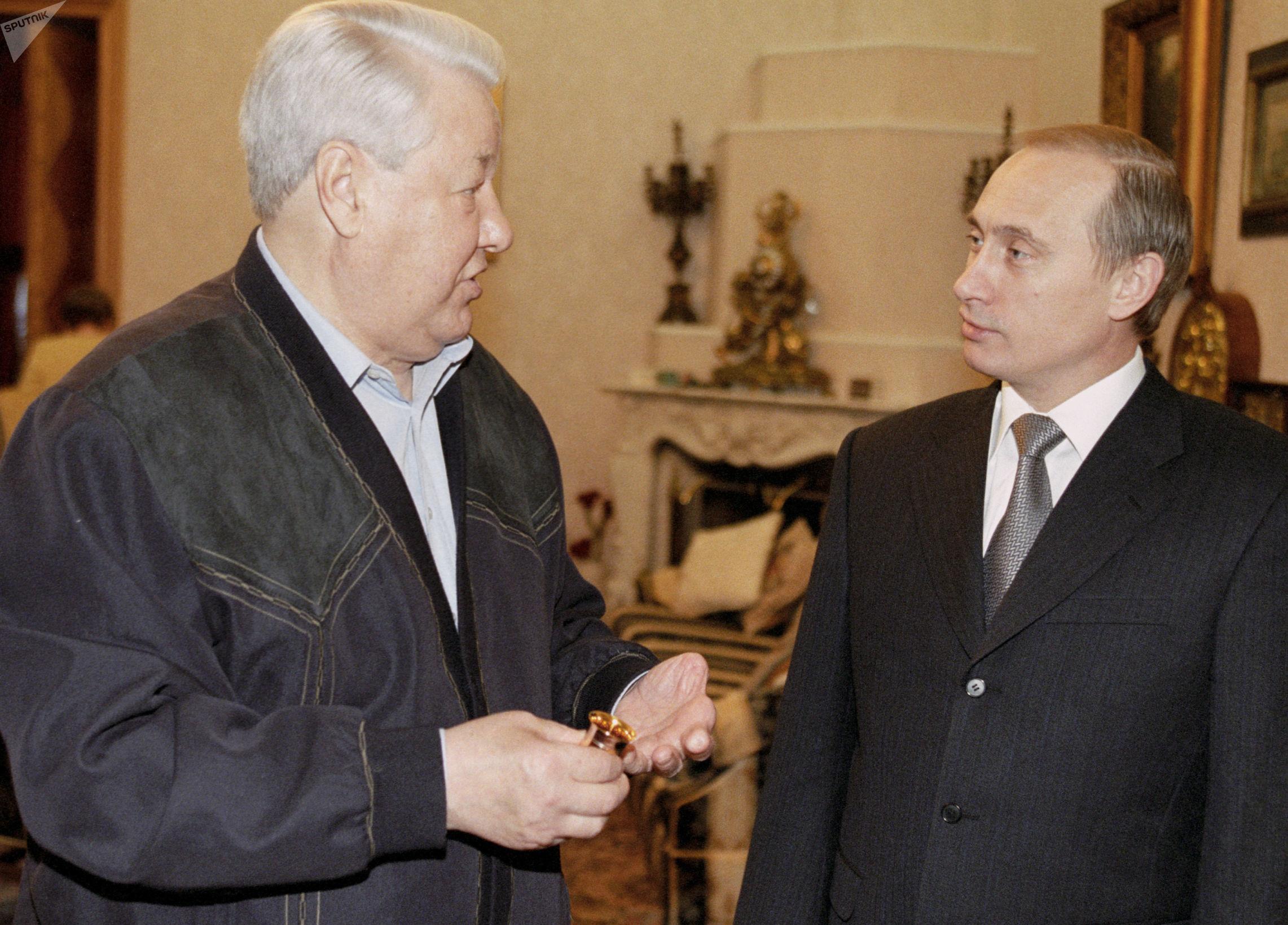 Vladímir Putin y Borís Yeltsin (archivo)