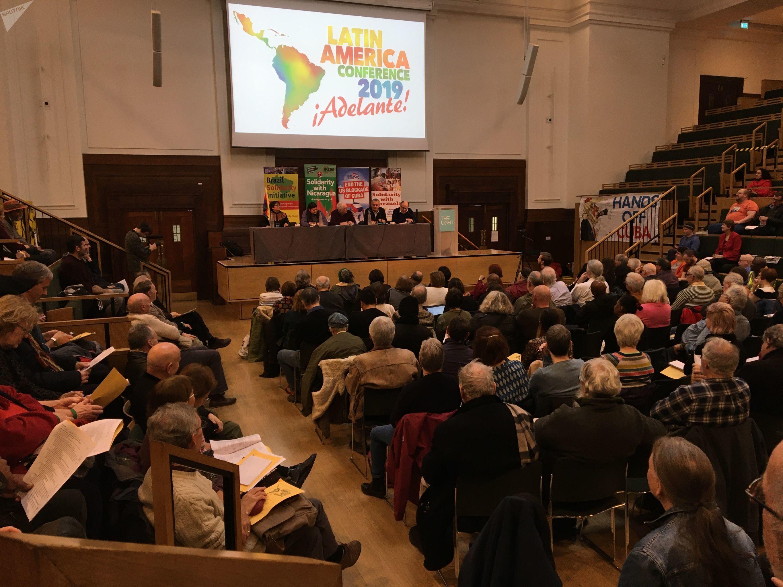 Sesion inaugural de la Conferencia Latinoamerica, presidida por Bernard Regan, y la intervención del argentino Edgardo LLano, la boliviana Miriam Amancay Colque y el británico Ben Chacko.