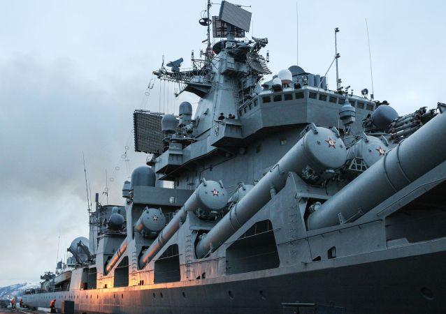 El crucero ruso Mariscal Ustinov