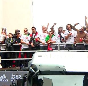 Miles de brasileños se echan a las calles para celebrar el triunfo del Flamengo