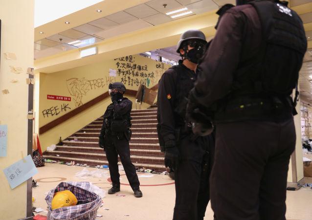 Policía en la Universidad Politécnica de Hong Kong