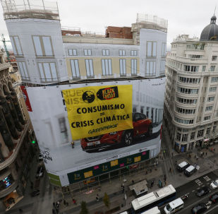 Protesta de Greenpeace en Black Friday en Madrid, España