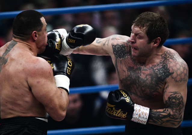 Alexandr Emeliánenko lucha contra Mijaíl Kokliáyev
