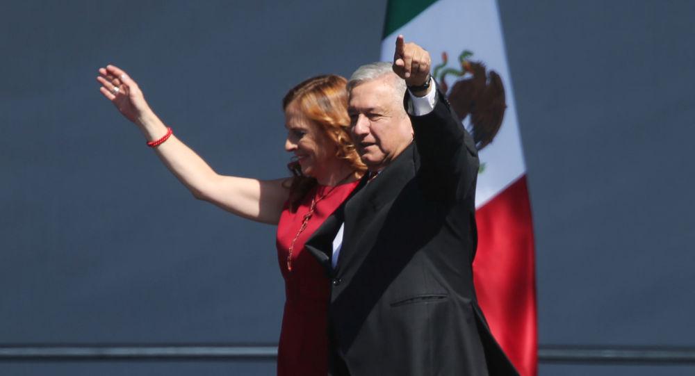 Andrés Manuel López Obrador, presidente mexicano, y su esposa, Beatriz