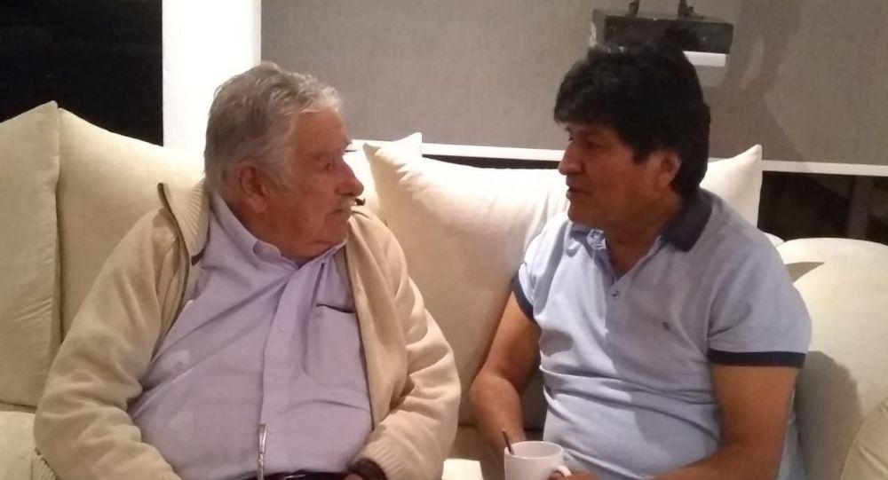 El expresidente boliviano Evo Morales y exmandatario uruguayo José 'Pepe' Mujica