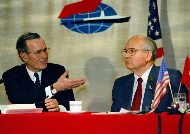 El presidente de EEUU, George Bush, y el líder soviético, Mijaíl Gorbachov, en la Cumbre de Malta