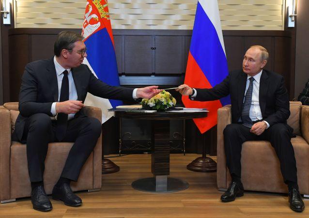 El presidente de Rusia, Vladímir Putin, con su homólogo serbio, Aleksandar Vucic