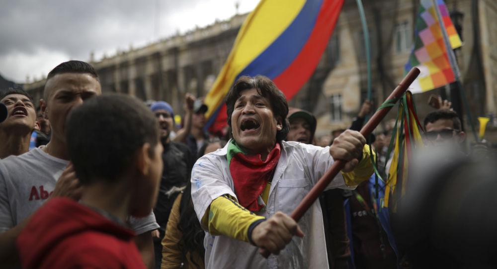 Los participantes de una protesta antigubernamental en Colombia
