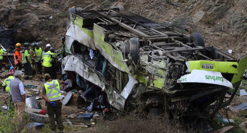 Autobus accidentado tras caer por un barranco en Taltal, Chile