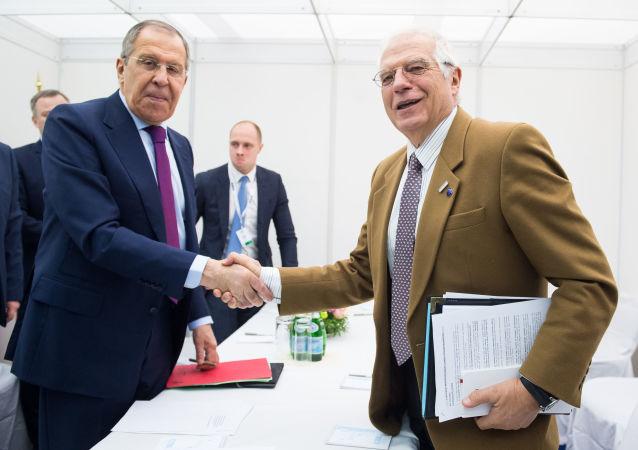 El ministro de Asuntos Exteriores de Rusia, Serguéi Lavrov, y el alto representante de la Unión Europea (UE) para Asuntos Exteriores y Política de Seguridad y vicepresidente de la Comisión Europea, Josep Borrel